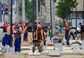 Рабочие на улице Коровий вал в Москве