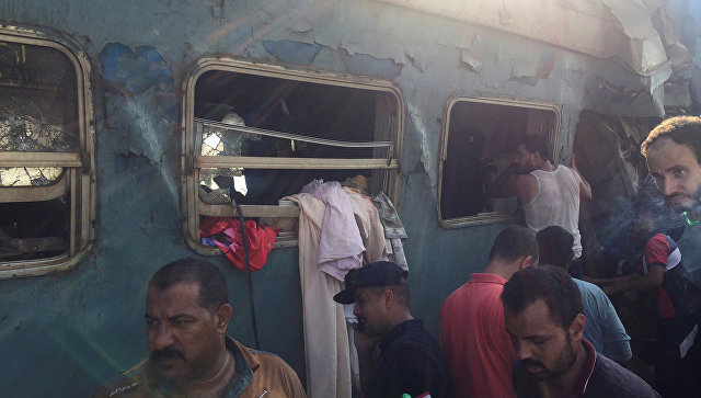 Египетский чиновник скончался при виде тел погибших в столкновении поездов