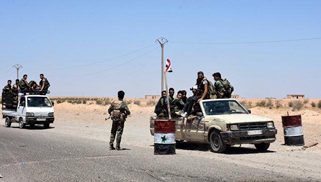 Солдаты сирийской армии в окрестностях Ракки. 8 июля 2017