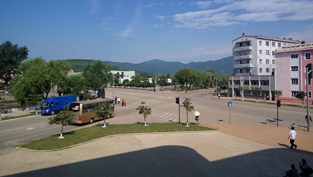 Вид из гостиницы КНДР. Архивное