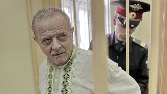 Полковник ГРУ в отставке Владимир Квачков в зале заседаний. Архивное фото