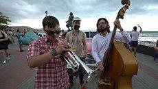 Слепой трубач из Севастополя покорил своей игрой отдыхающих в Коктебеле