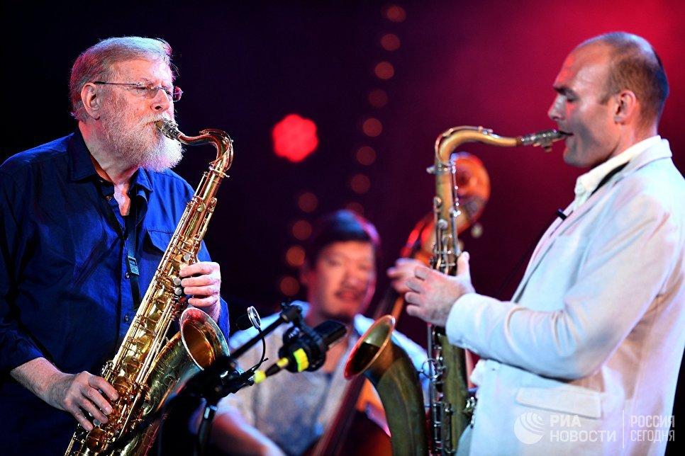 Участники Международного ансамбля Якова Окуня во время выступления на фестивале Koktebel Jazz Party 2017