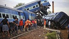 Последствия железнодорожной аварии в индийском штате Уттар-Прадеш. 20 августа 2017