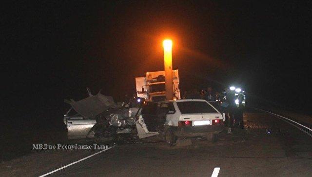 Шесть человек стали жертвами столкновения 2-х легковых авто вТыве