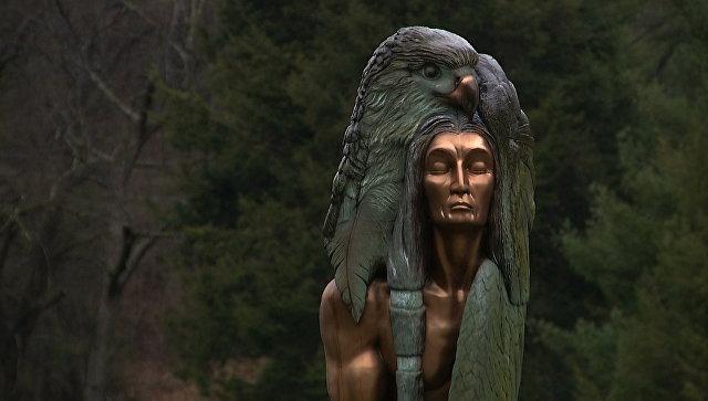 Памятник Трансформация через прощение в Чероки, Северная Каролина. Архивное фото