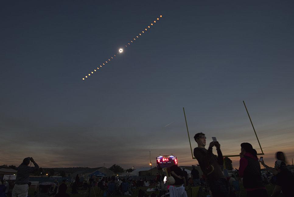 Комбинированное изображение полного солнечного затмения. 21 августа 2017