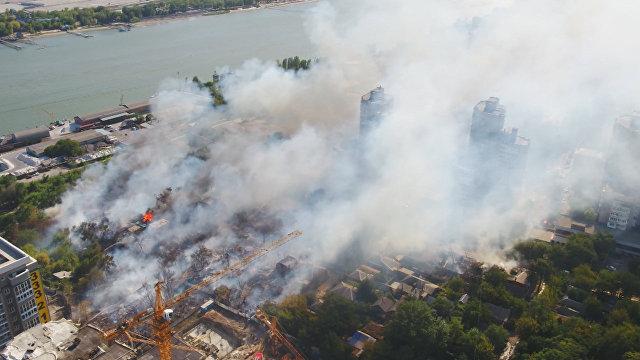 Также в оперативном порядке для ликвидации пожара задействовали пожарный катер и более 30 единиц другой техники.