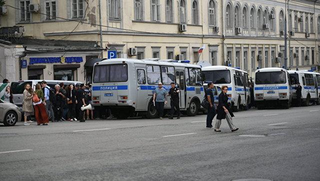 Акция в поддержку Кирилла Серебренникова у Басманного суда. 23 августа 2017