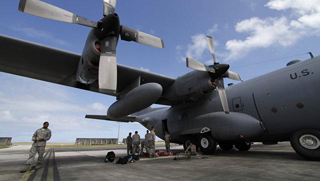 Самолет ВВС США на военнной авиабазе Андерсен на острове Гуам