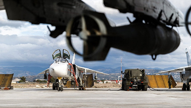 Самолеты ВКС РФ на авиабазе Хмеймим в Сирии. Архивное фото