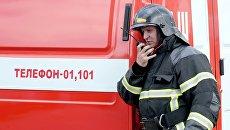 Сотрудник МЧС во время пожарно-тактических учений. Архивное фото
