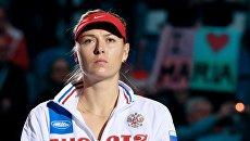 Мария Шарапова во время выхода команд перед четвертьфинальным матчем Кубка Федерации - 2015 в Кракове