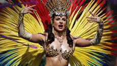 Участница ежегодного карнавал в лондонском районе Ноттинг-Хилл