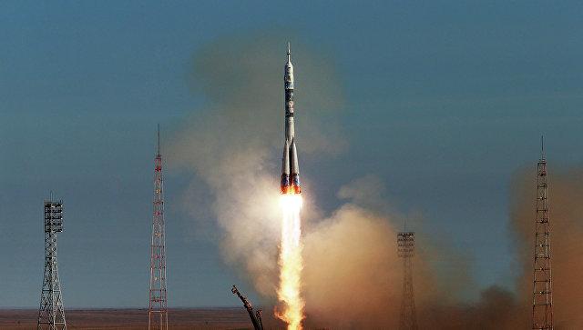 Старт РН Союз-ФГ с пилотируемым кораблем Союз ТМА-11М. Архивное