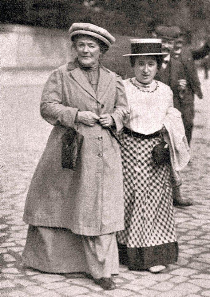 Роза Люксембург и Клара Цеткин, 1910 год      Клара Цеткин (1857 - 1933)