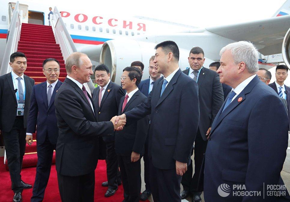 3 сентября 2017. Президент РФ Владимир Путин, прибывший для участия в саммите БРИКС, в аэропорту города Сямэнь