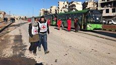 Сотрудники Красного креста и полумесяца в восточном Алеппо