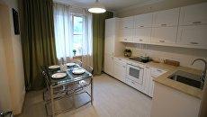 Кухня типовой 1-комнатной квартиры, предназначенной для переселения по программе реновации, в шоу-руме на ВДНХ в Москве. 7 сентября 2017