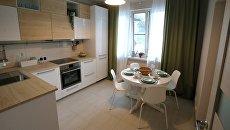 Кухня типовой 3-комнатной квартиры, предназначенной для переселения по программе реновации, в шоу-руме на ВДНХ в Москве