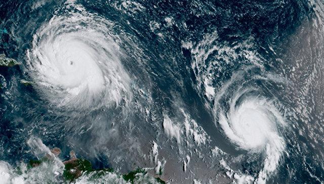 Ураганы Ирма и Хосе в Атлантическом океане на спутниковом снимке. Архивное фото