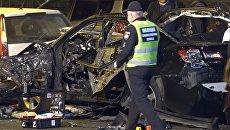 Полицейские осматривали место взрыва легкового автомобиля в Киеве