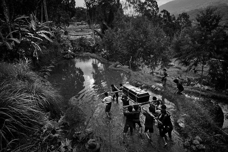 Работа фотографа из Бельгии Alain Schroeder Living for Death в категории Фотожурналистика, вошедшая в шорт-лист Felix Schoeller Photo Award 2017