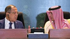 Министр иностранных дел РФ Сергей Лавров и министр иностранных дел Саудовской Аравии Адель аль-Джубейр во время встречи в Джидде