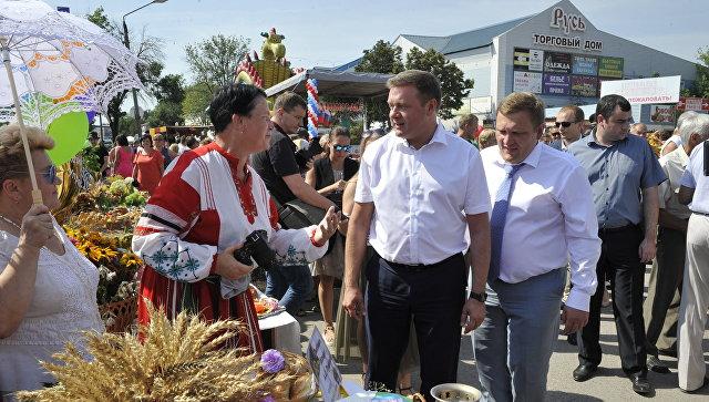 Глава Рязанской области Николай Любимов с жителями