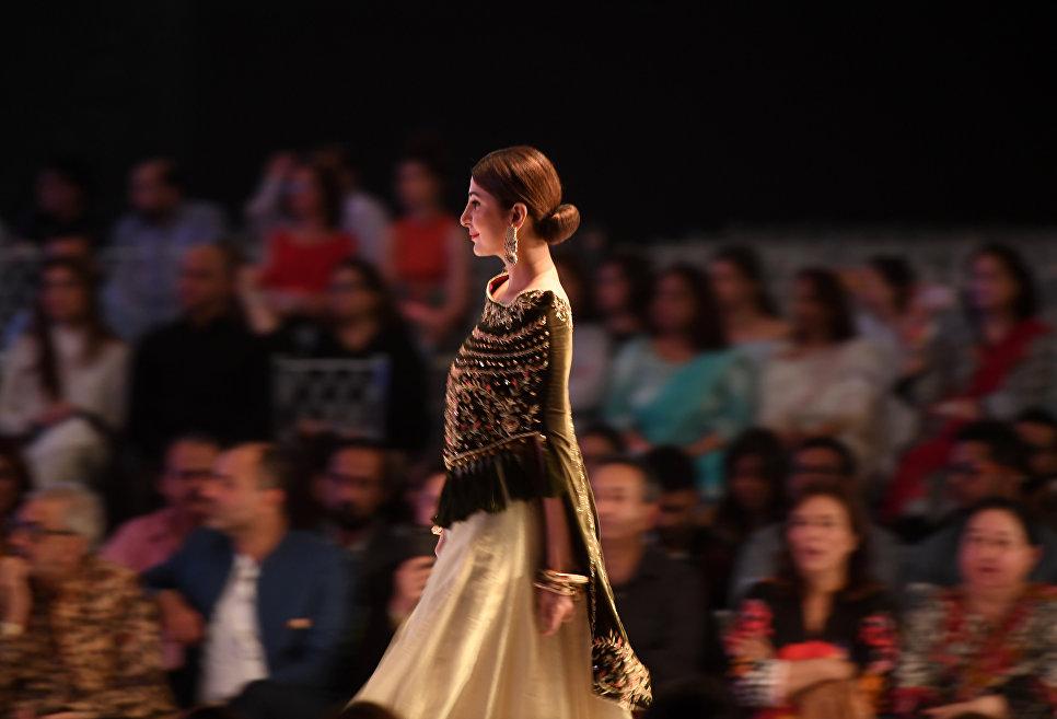 Показ коллекции Obaid Sheikh на Неделе моды в Карачи, Пакистан