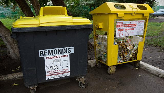 Контейнеры для раздельного сбора мусора. Архивное фото
