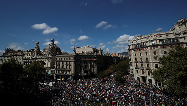 Борьба засиловиков: Мадрид пробует погасить сепаратистский очаг вКаталонии