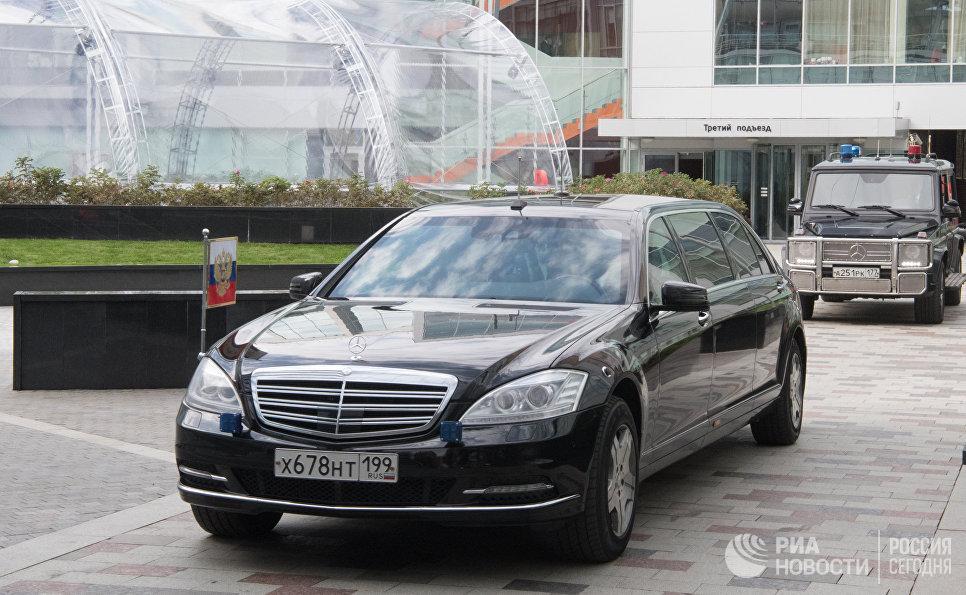 Автомобиль президента РФ Владимира Путина на территории московского офиса отечественной ИТ-компании Яндекс, которой исполняется 20 лет