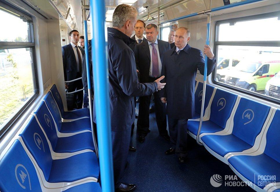 Путину в Ульяновске показали электробусы, которые будут ходить в Москве