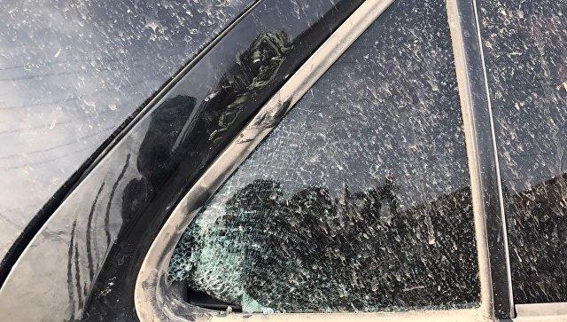 Машина, в которой находился попавший под обстрел в Сирии корреспондент РИА Новости