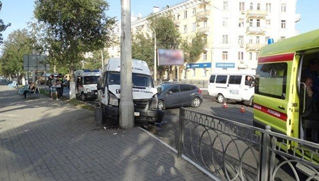 ВАстрахани шесть человек пострадали вДТП смаршруткой