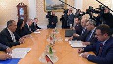 Министр иностранных дел РФ Сергей Лавров во время встречи с министром Израиля по делам Иерусалима Зеэвом Элькиным. 27 сентября 2017