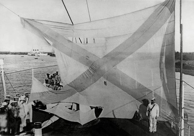 Кормовой флаг крейсера Аврора после Цусимского сражения