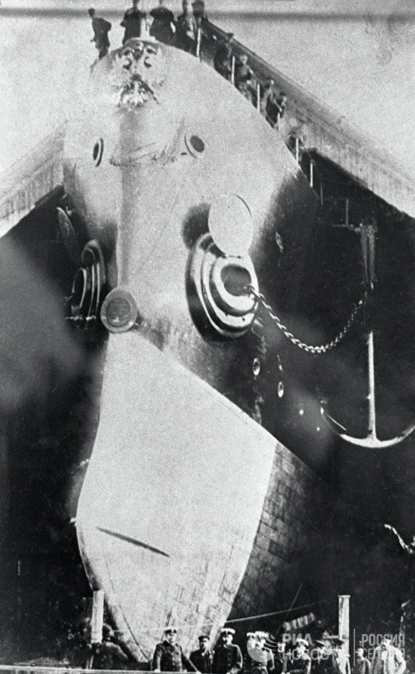Крейсер Аврора перед спуском на воду