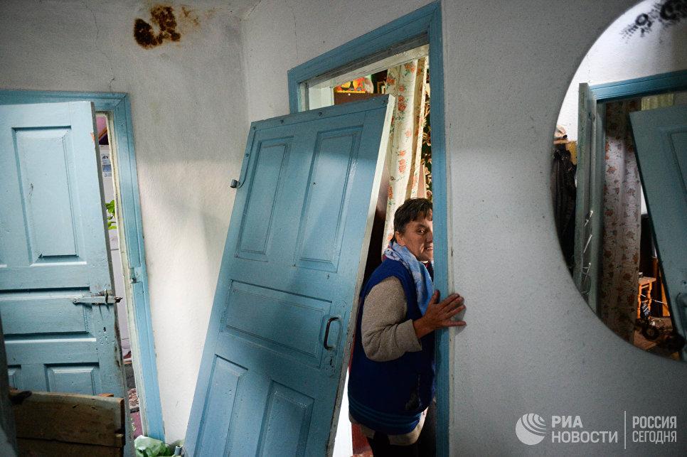 Жительница села Павловка, разрушенного в результате пожара на складе с боеприпасами в Калиновке.