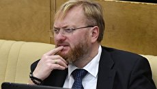 Член Комитета Государственной Думы РФ по международным делам Виталий Милонов перед пленарным заседанием Государственной Думы РФ. Архивное фото