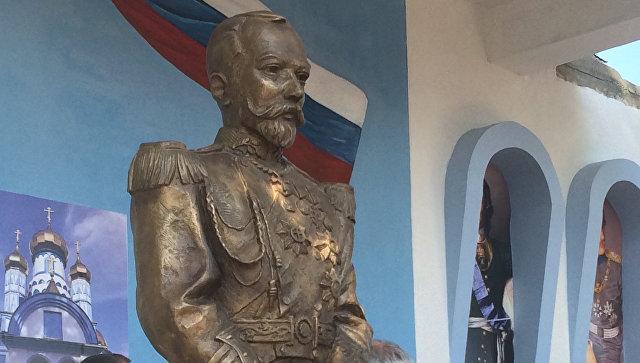 Памятник царю Николаю II близ города Добой на севере Боснии и Герцеговины