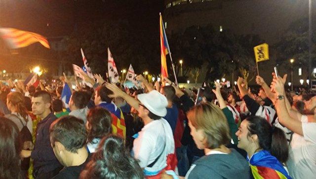 Митинг в Барселоне после референдума о независимости Каталонии. 1 октября 2017