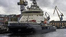 Дизель-электрический ледокол Илья Муромец перед выходом в море для прохождения государственных испытаний. 5 октября 2017