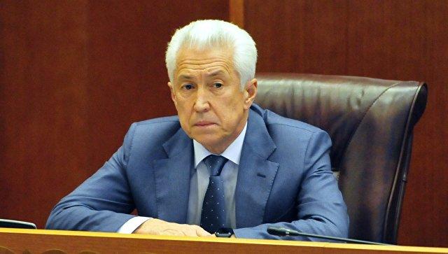 Васильев почтил память погибших в Кизляре и навестил раненых в больнице