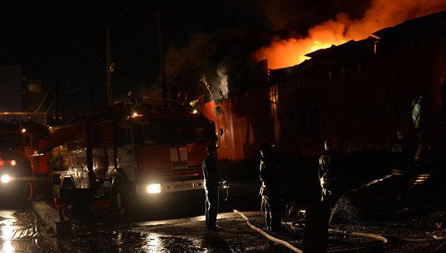 Пожарные на100% устранили горение на 2-х участках рынка вРостове-на-Дону