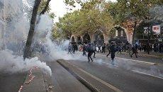 Акция протеста против трудовой реформы в ПарижеСитуация на улиц Парижа во время акции протеста против трудовой реформы. 10 октября 2017