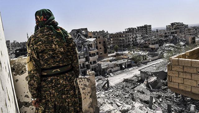 Боец Сирийских демократических сил в Ракке, Сирия. Архивное фото