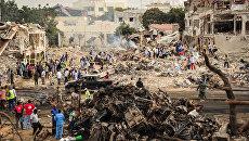 На месте врзыва в районе Ходан города Могадишо в Сомали. 14 октября 2017