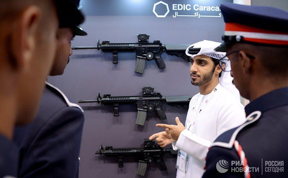 Посетители на международной оборонной выставке BIDEC-2017 в Бахрейне